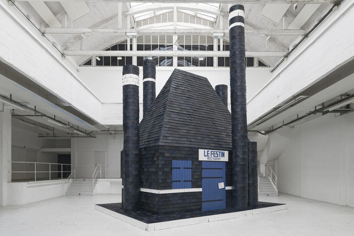 Union Pacific – Caroline Mesquita - Le Festin, 2020, Centre d'art Contemporain Passerelle, Paris, cardboard, painting, varnish. Photos: Aurélien Mole and Thibault Henriet