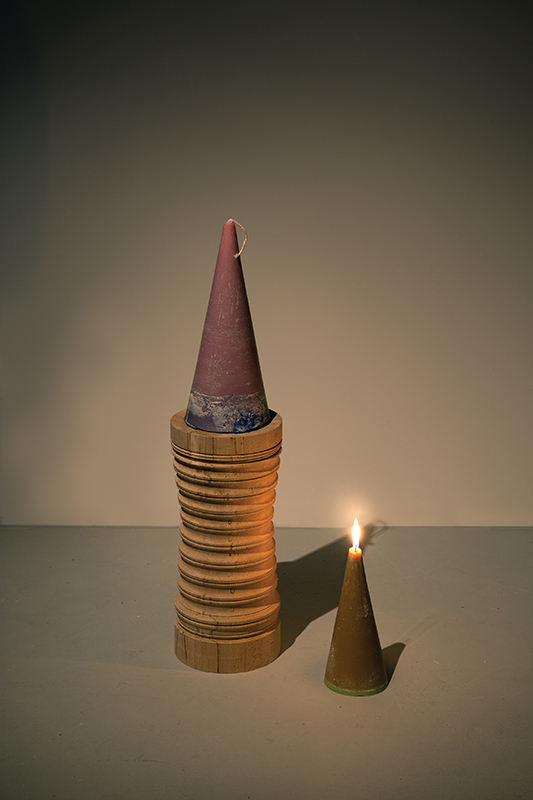 Union Pacific – Jan Kiefer - biz fed ecb, 2014, copper beech wood, forged iron, 50 x 20 cm, Candle: Matthias Huber, violet vulcano, 2014, wax, pigments, cord, 35 x 15 cm